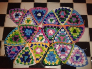 piecing granny square crochet triangle attaching