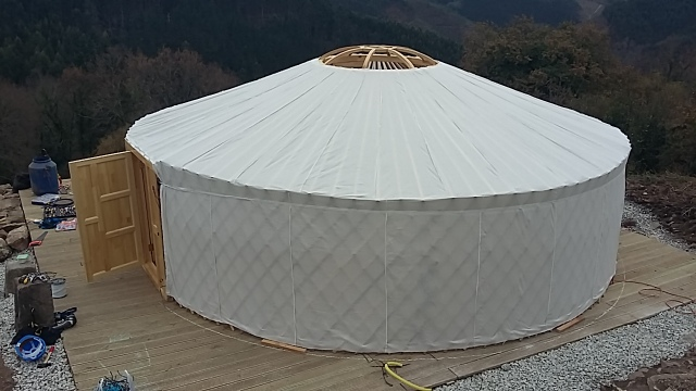Yurt structure canvas frame stretching Basque Country