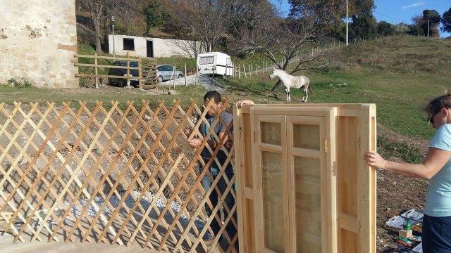 Attaching lattice to lock into yurt doorframe