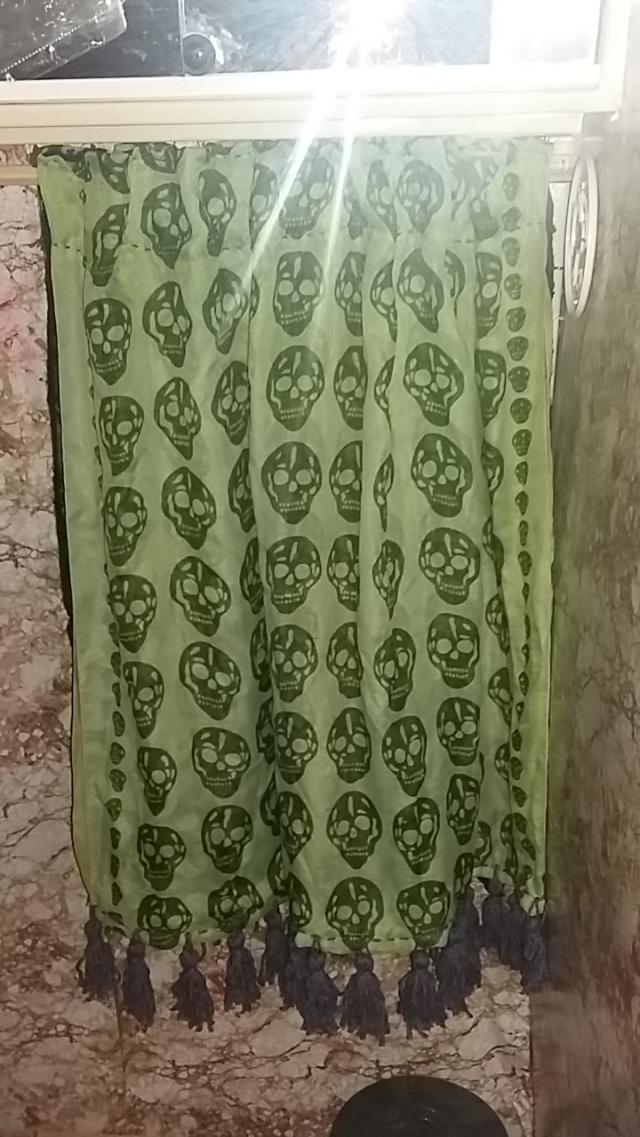 Hanging van bathroom curtain DIY