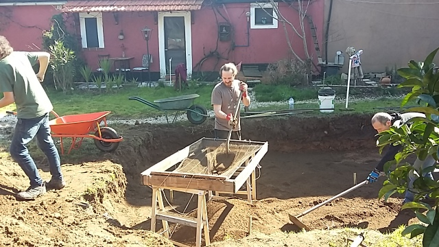 Helpers workaway sunshine Portugal shovelling earth
